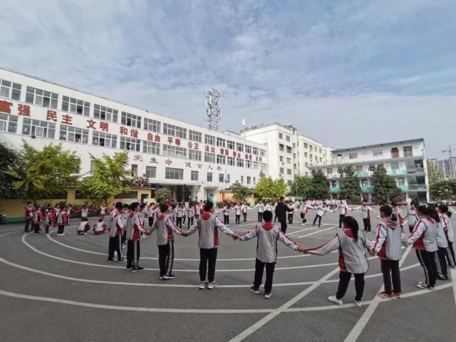 泌阳县青少年校外活动中心开展综合素质训练进校园活动