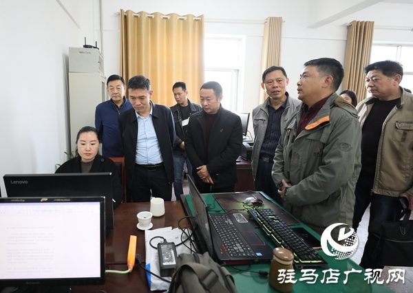 驿城区召开庆祝新中国第二十一个记者节座谈会