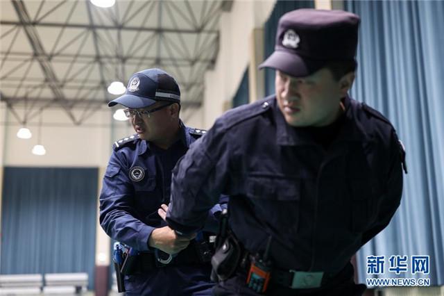 青海:警务实战送教西宁监狱干警