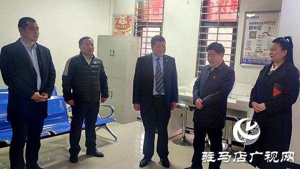 新蔡县委副书记、县长申保卫一行前往中原银行新蔡支行进行新年慰问