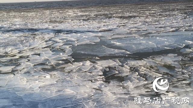 汝南宿鸭湖:千里冰封冬意寒 冰排层叠景壮观