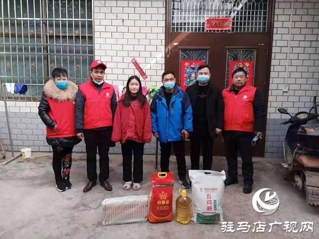 汝南三桥镇星火志愿者协会为贫困群众送温暖