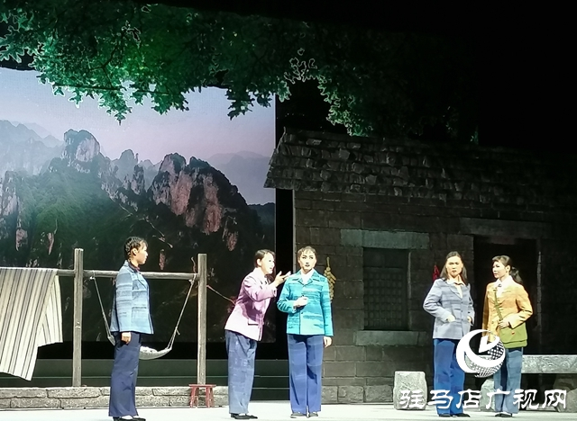 第十五届河南省戏剧大赛豫剧现代戏《守望红旗渠》在驻马店青少年宫上演