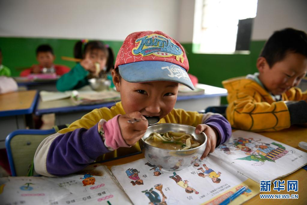 从《人类减贫的中国实践》白皮书看中国脱贫攻坚伟大历程