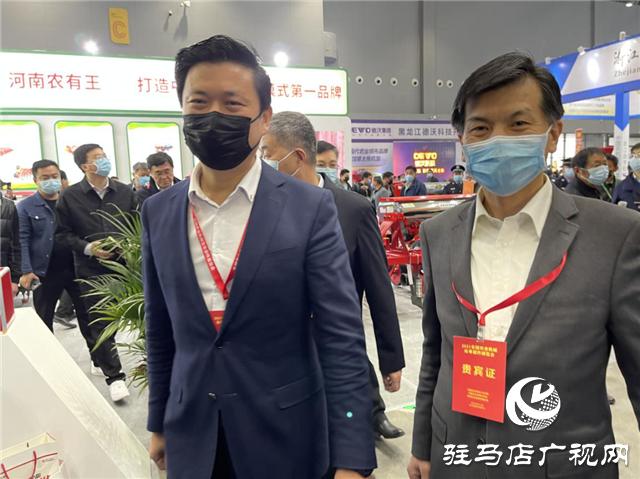 """""""农有王""""震撼亮相全国农机展览会"""