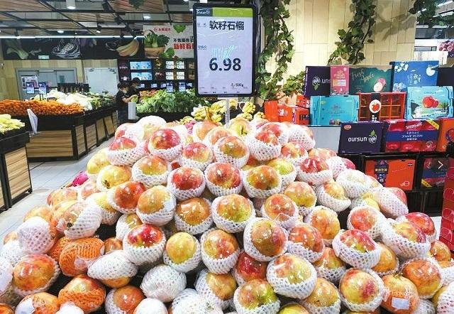 目前郑州市场多为外地石榴批发价较往年低了近一半