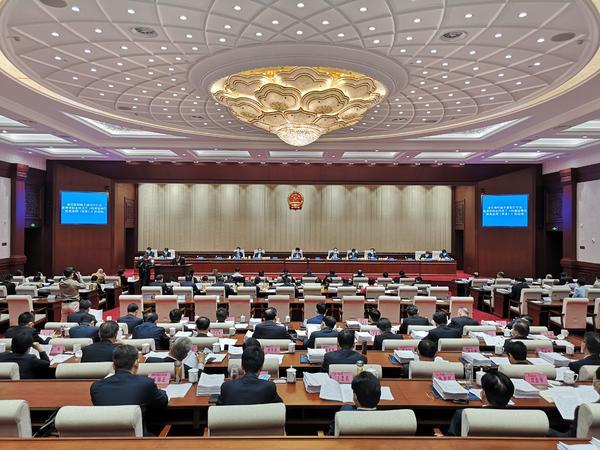河南省十三届人大常委会第二十七次会议在郑州开幕